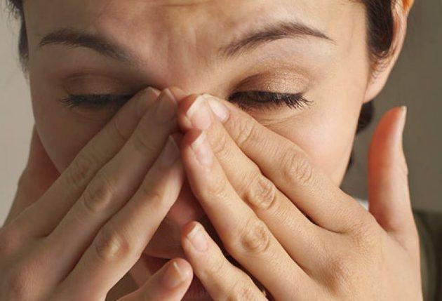Для острого конъюнктивита характерно чувство инородного тела в глазу