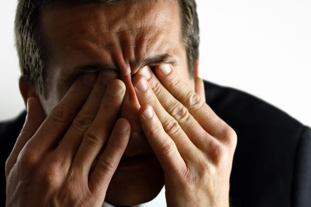 При ПОУГ пациенты жалуются на быструю утомляемость глаз
