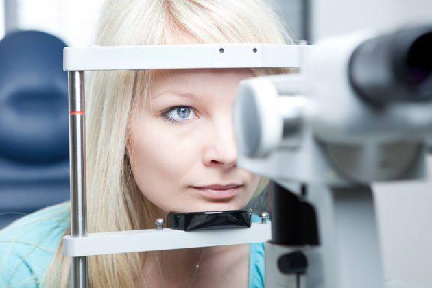 подбором линз от близорукости должен заниматься офтальмолог