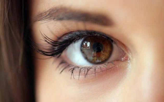 Гормональные капли сделают цвет глаз темнее