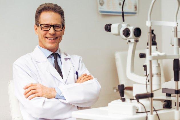 посещение офтальмолога при иридоциклите