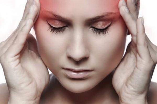 ноющая боль в виске и в глазу может свидетельствовать об остеохондрозе