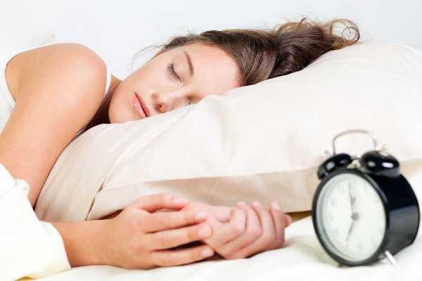 для профилактики кругов под глазами нужен полноценный ночной сон и отдых