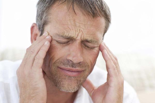 при передозировке глазных капель дуотрав могут возникать головные боли
